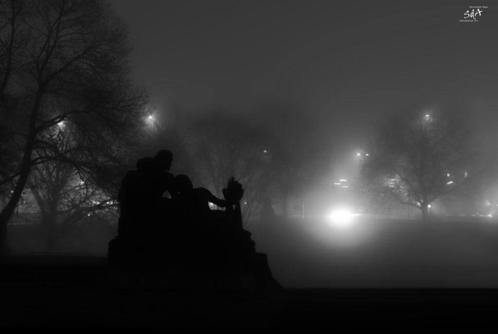 Der Zauber im Nebel zu gehen, Hamburg im Nebel 2, Landschaften fotografiert in der Nacht von Danny Koerber für Sehnsucht der Augen.