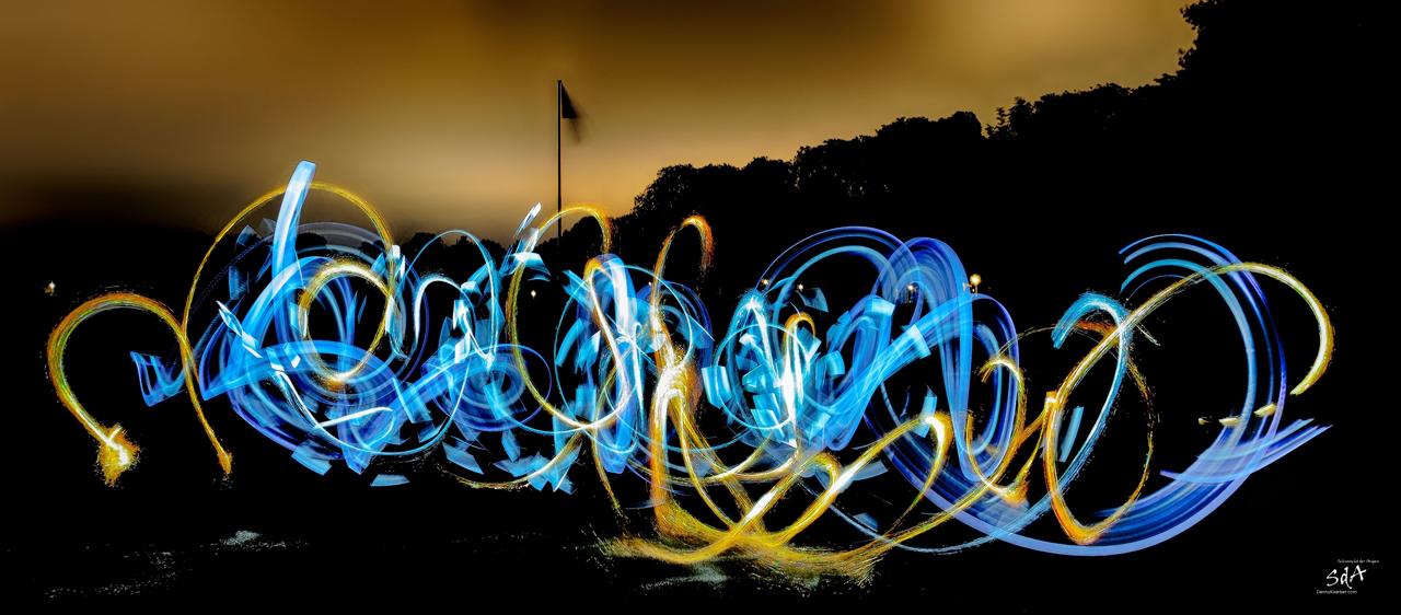 Lightpainting freestyle erzeugt beim Lightpainting mit ZOLAQ. Lightpainting fotografiert von Danny Koerber für Sehnsucht der Augen.freestyle, Danny Koerber, Sehnsucht der Aufen, Licht und Feuer, Light painting