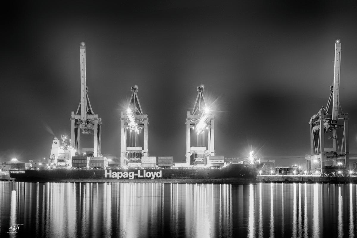 Gliding over the sea, Milan der Hapag Loyd am Hamburger Containerhafen. Schiffe fotografiert von Danny Koerber für Sehnsucht der Augen.