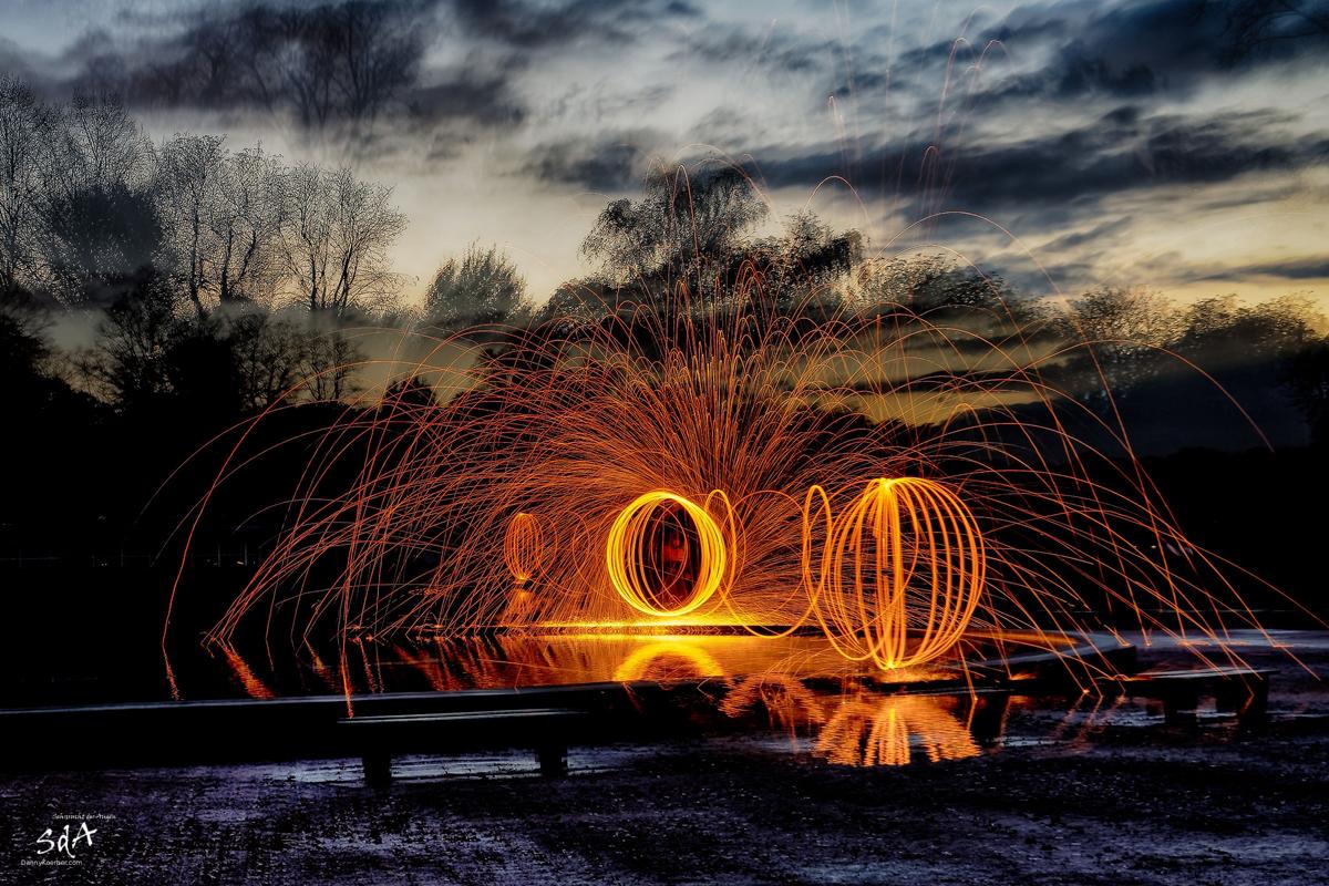 Geistesabwesend mal die Blende während der Belichtung ändern, Lasst es wieder funken, ZOLAQ Steelwoolfun Oct 2010_8, Ring of fire, Stahlwolle drehen, Danny Koerber, Sehnsucht der Augen, Lichtkunst, SdA, ZOLAQ, Steelwool, Fire, night