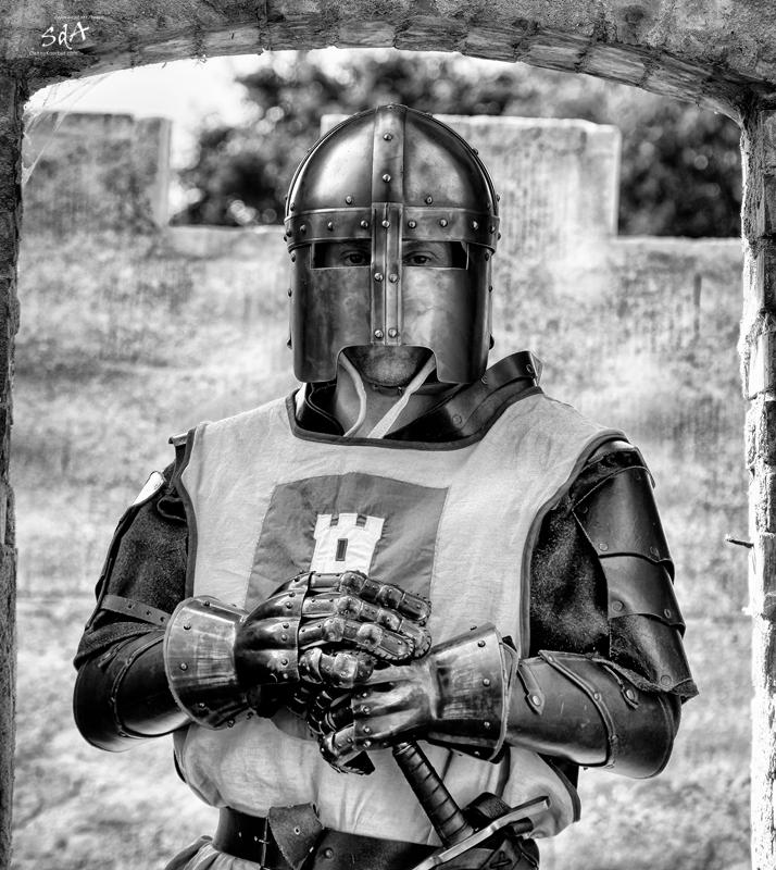 Ein Ritter ohne Furcht und Tadel, fotografiert in schwarz weiß von Danny Koerber für Sehnsucht der Augen.