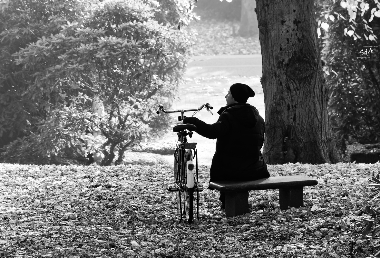 Das Warten. Portrait fotografiert von Danny Koerber in Schwarz Weiß für Sehnsucht der Augen.