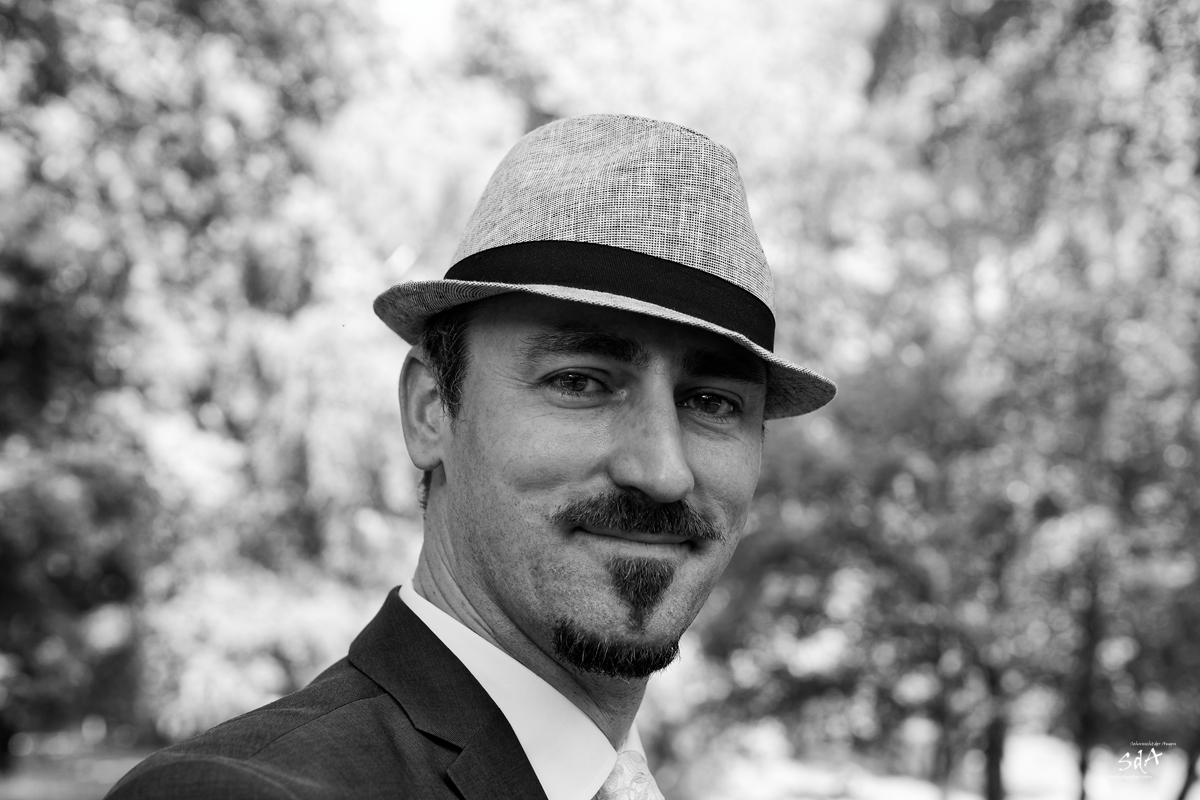 Hut steht ihm gut, Hochzeit fotografiert von Danny Koerber für Sehnsucht der Augen.