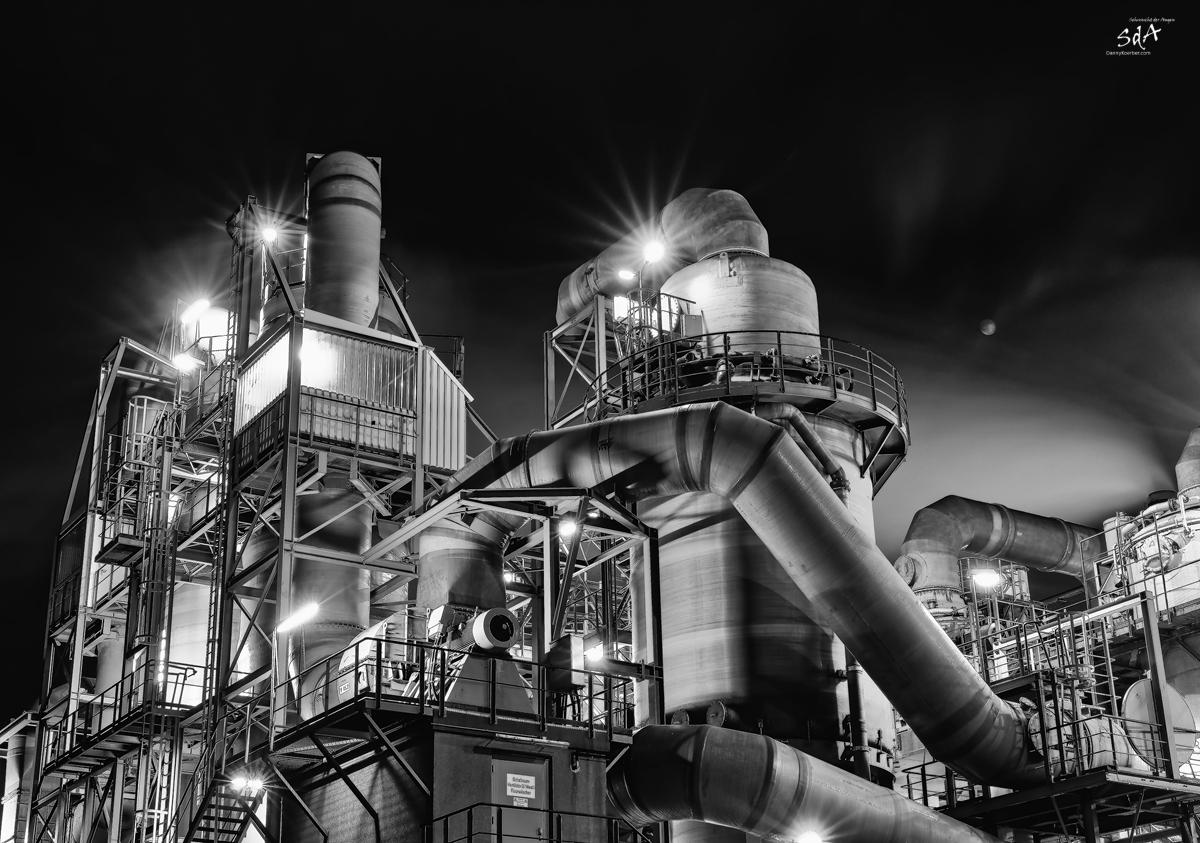 Rohre kreuz und quer im Kupferwerk Hamburg, Industriearchitektur fotografiert von Danny Koerber für Sehnsucht der Augen.