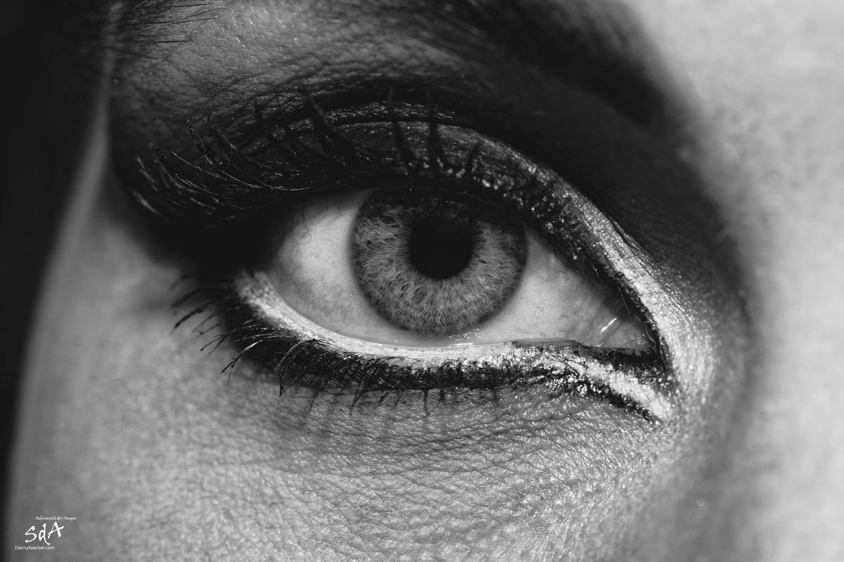 Das Auge im Blick. Nahaufnahme eines Auges, fotografiert von Danny Koerber für Sehnsucht der Augen.