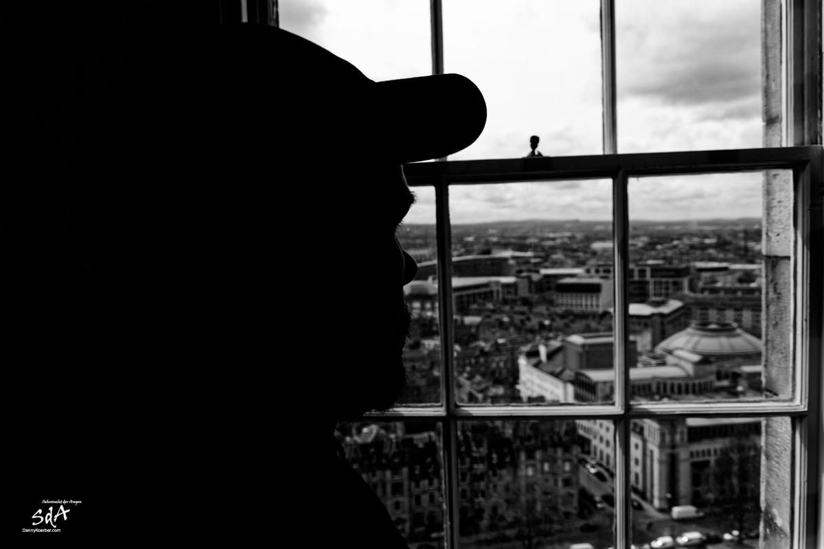 Edinburgh Castle im Zentrum der Stadt, Edinburgh Castle Blick aus dem The Royal Scots Dragoon Museum, fotografiert in Schwarz Weiß von Danny Koerber für Sehnsucht der Augen.