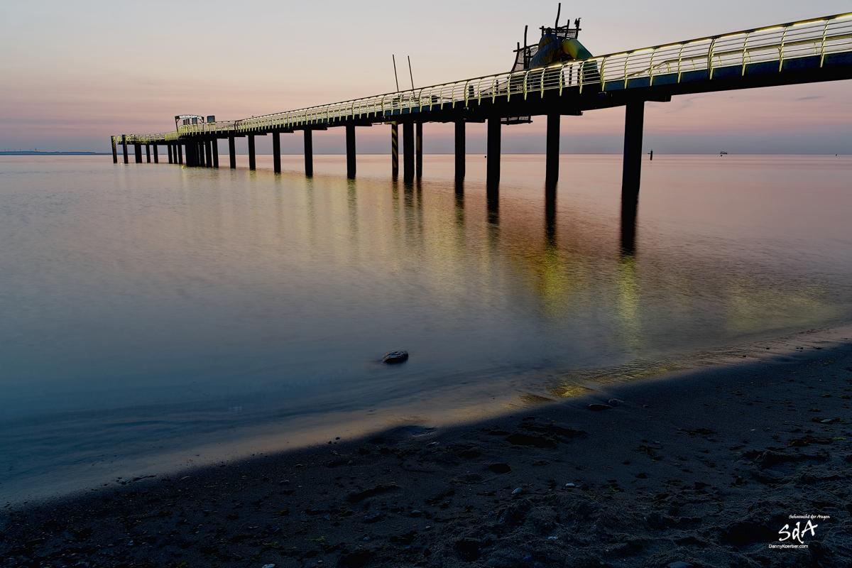 Niendorfer Seebrücke, Sonnenaufgang fotografiert von Danny Koerber für Sehnsucht der Augen.