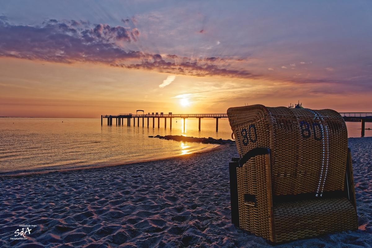 Wenn die Sonne erwacht, Niendorfer Strand beim Sonnenuntergang, Sonnenaufgang fotografiert von Danny Koerber für Sehnsucht der Augen.