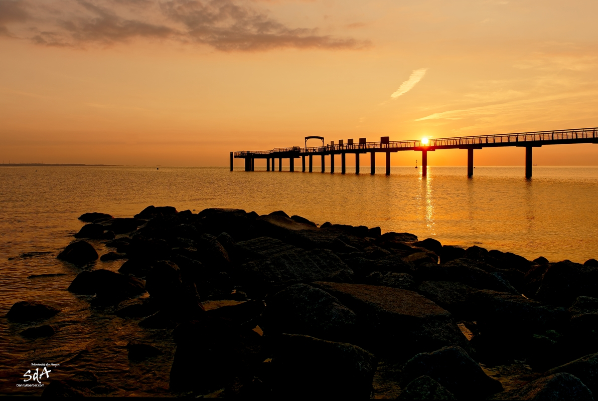 Sonnenaufgang an der Niendorfer Seebrücke, Sonnenaufgang fotografiert von Danny Koerber für Sehnsucht der Augen.