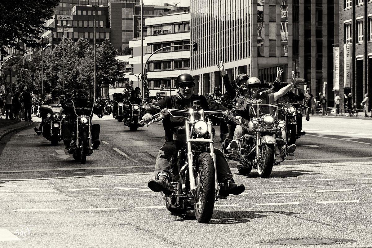 Harley Davidson Parada, fotografiert von Danny Koerber in Schwarz Weiß. Motorrad