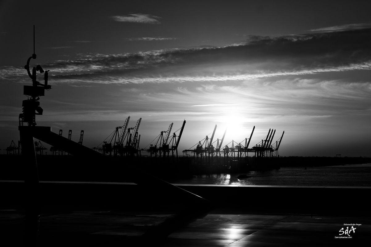 Waltershofer Container Kai an der Elbe, Industriearchitektur fotografiert von Danny Koerber für Sehnsucht der Augen.