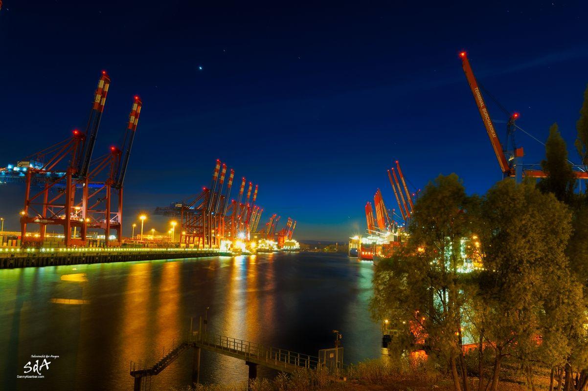Hin und Her im Hamburger Hafen. Waltershofer Hafen, Industriearchitektur fotografiert von Danny Koerber für Sehnsucht der Augen.