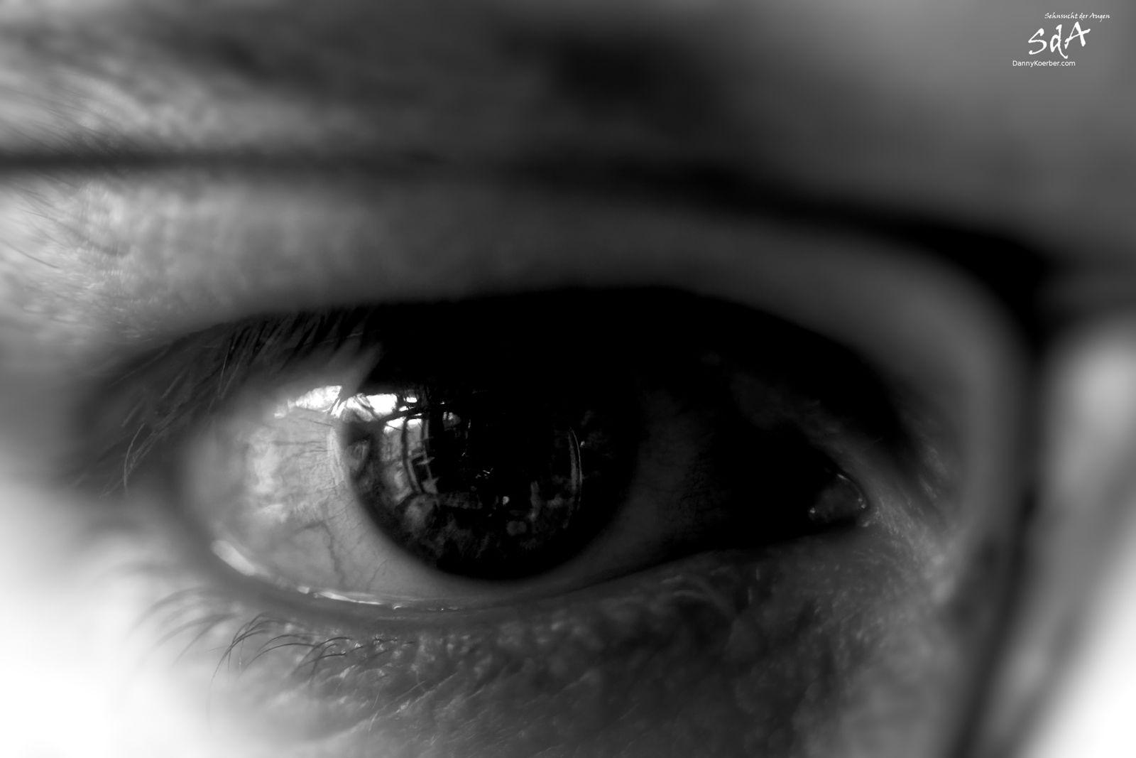 Das Auge des Fotografen, fotografiert in Schwarz Weiß von Danny Koerber.