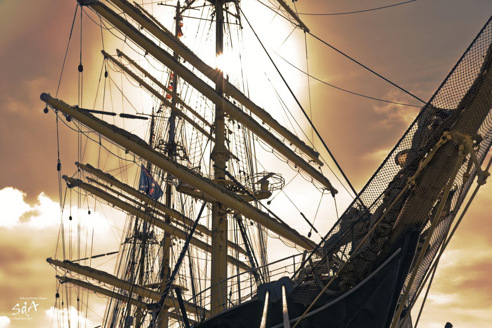 Bug der Krusenstern im Hamburger Hafen, Impression des Hamburger Hafengeburtstages fotografiert von Danny Koerber.