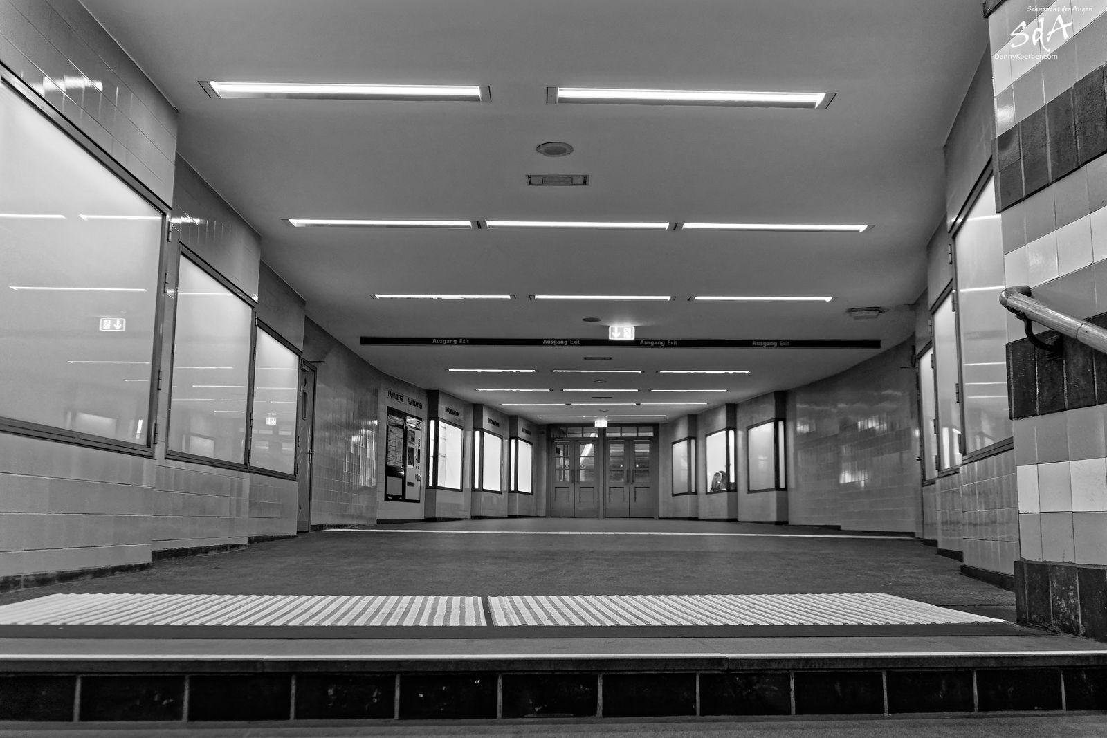Einmal in den Untergrund bitte, Ubahnstationen fotografiert von Danny Korber. Architektur