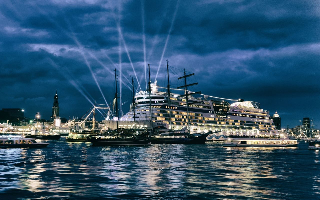 AidaBella im Hamburger Hafen von Danny Koerber