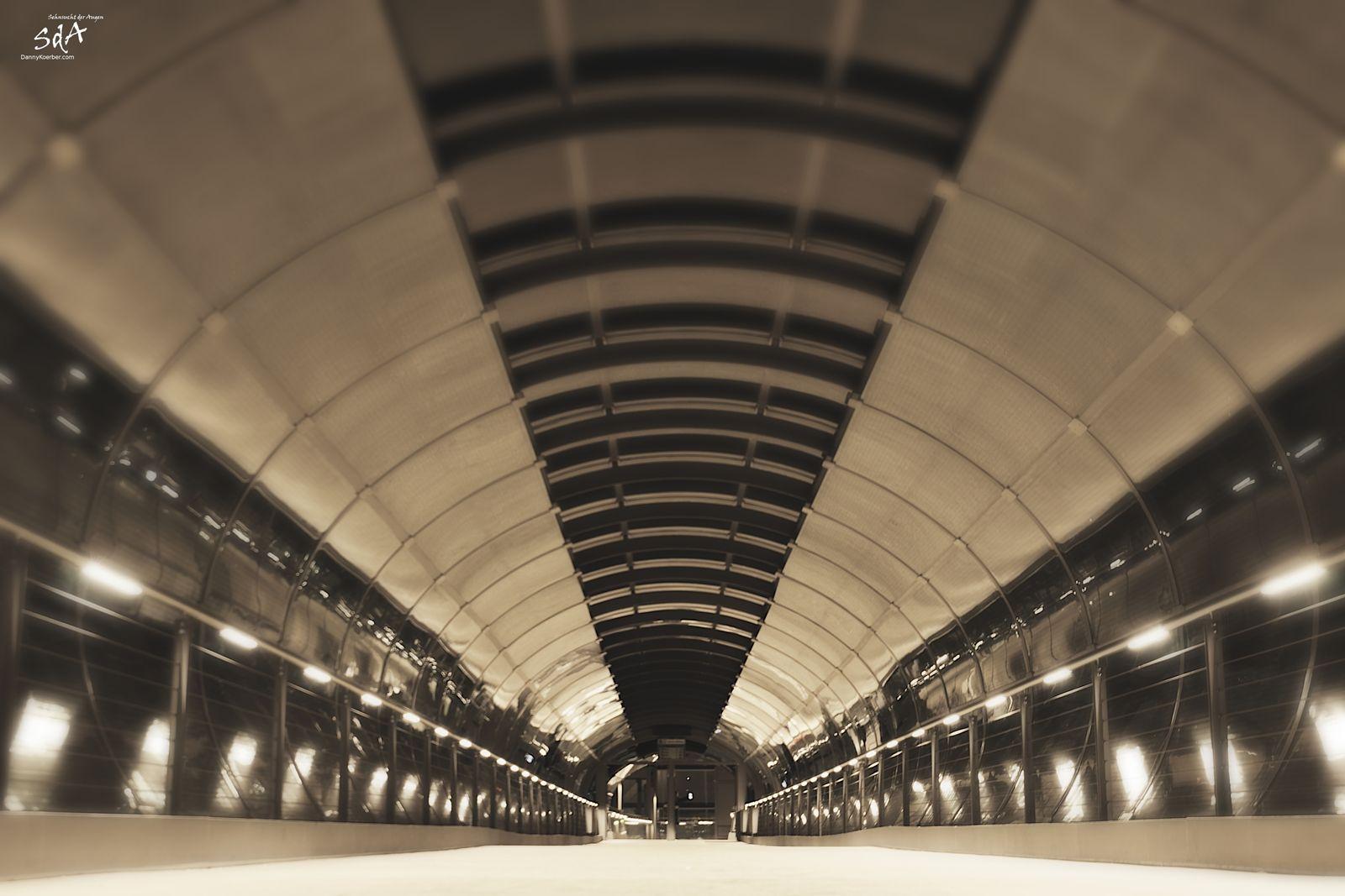 Brücke an der Bahnstrecke , fotografiert von Danny Koerber für Architektur von Sehnsucht der Augen.