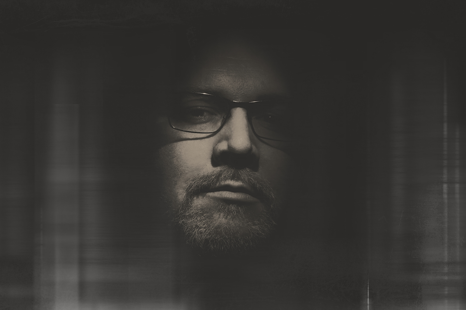 Schwarz Weiß Portrait mit Blitz von Danny Koerber für Sehnsucht der Augen.
