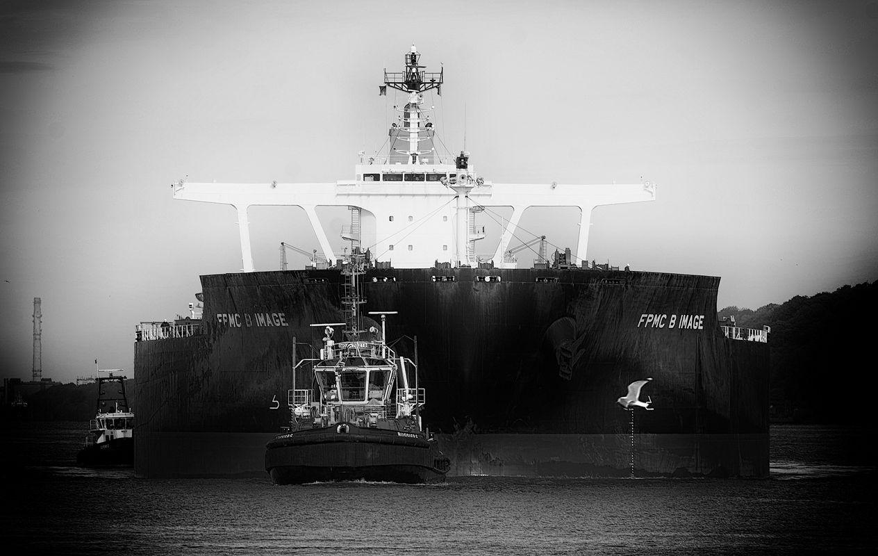 FPMC B Image im Hamburger Hafen von Danny Koerber