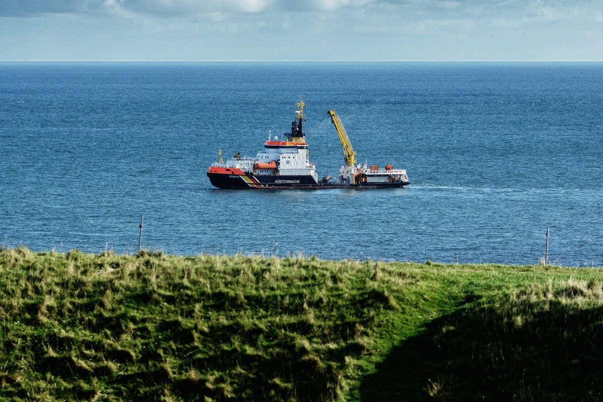 Küstenwache Neuwerk vor Helgoland von Danny Koerber