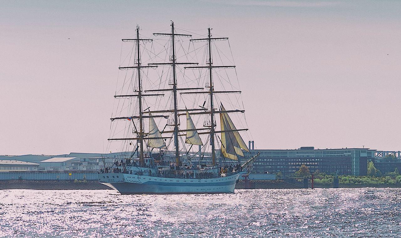 Mir im Hamburger Hafen von Danny Koerber