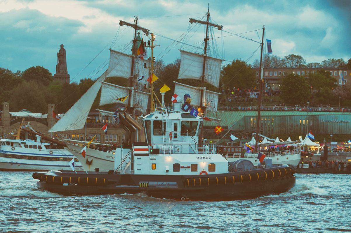 Schlepper Brake im Hamburger Hafen von Danny Koerber