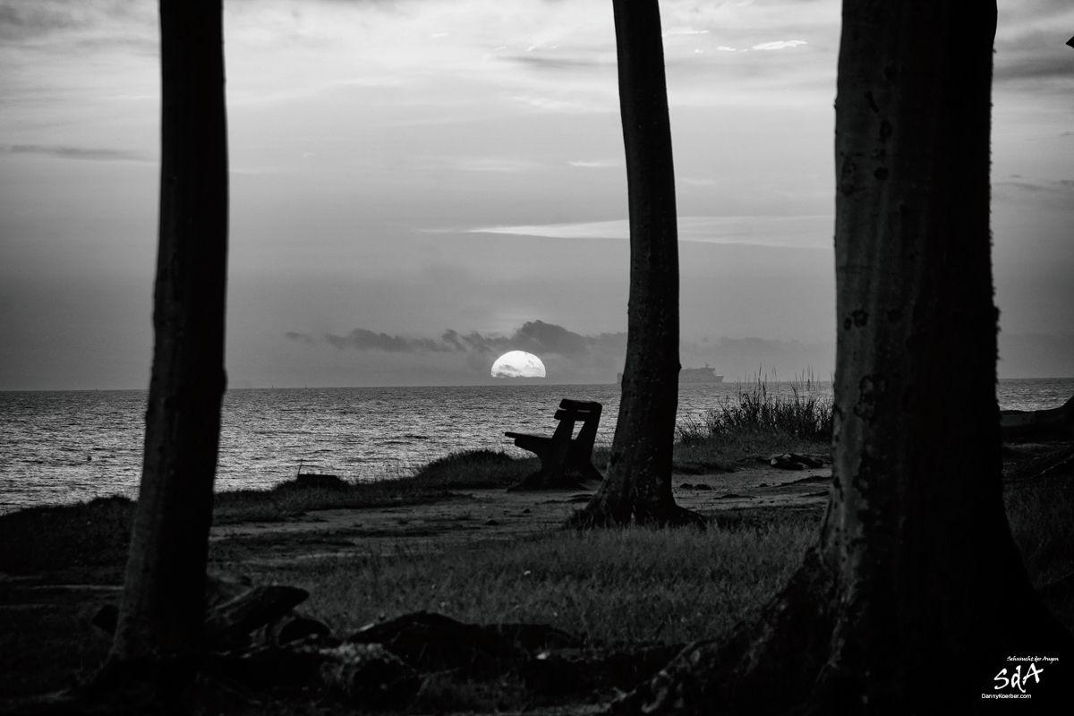 Der schwarze Sonnenaufgang, fotografiert von Danny Koerber für Sehnsucht der Augen.