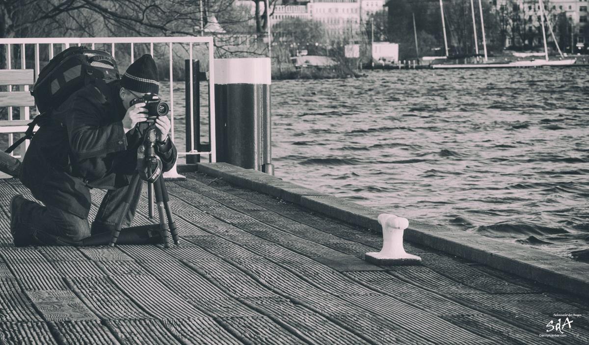 Fotograf an der Hamburger Alster, Portrait fotografiert von Danny Koerber für Sehnsucht der Augen.